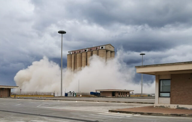 demolizione-torre-silos